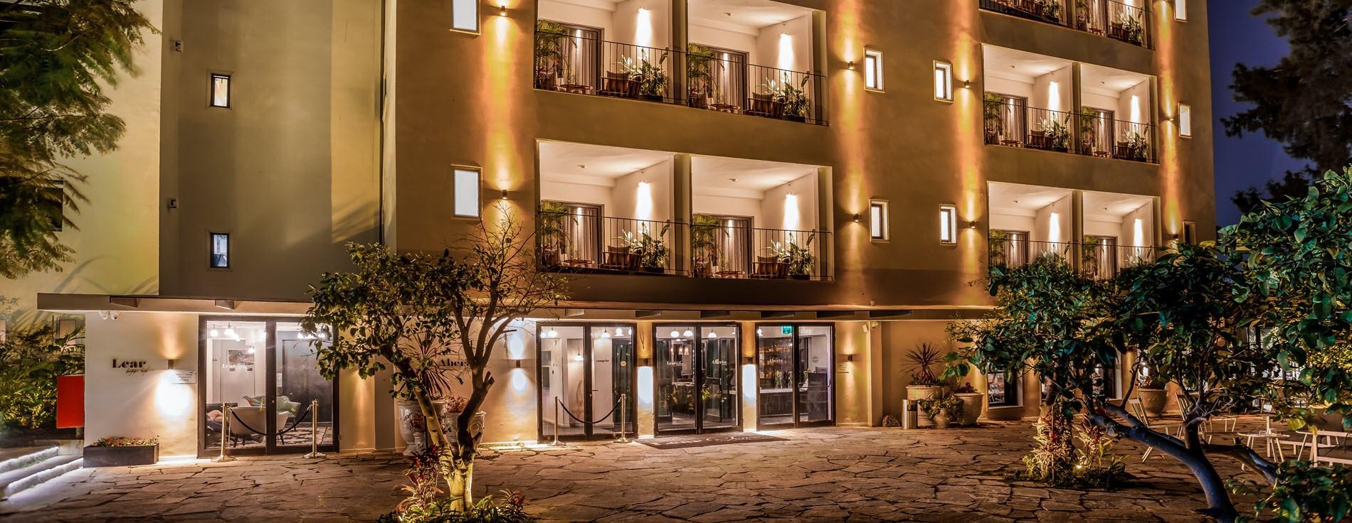 כניסה מלון ליר  - מלון בוטיק בגדרה
