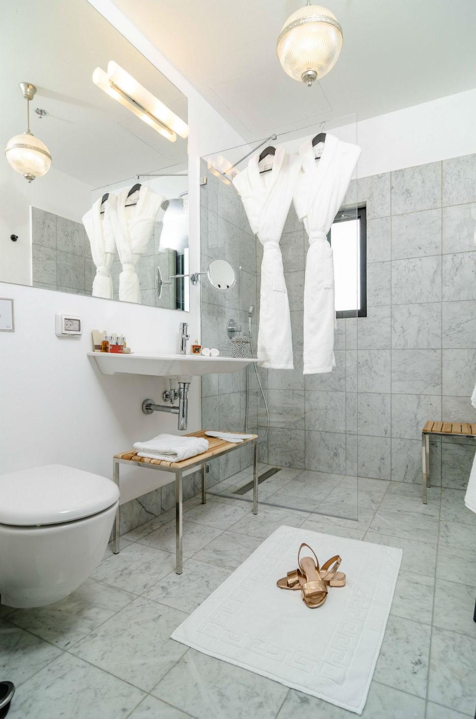 מקלחת בחדר גארדן