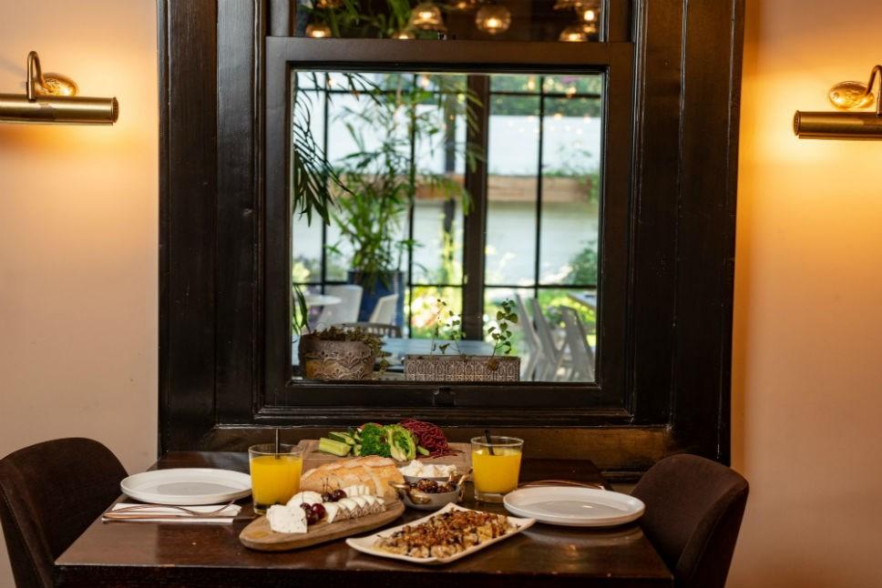 ארוחת בוקר במלון ליר