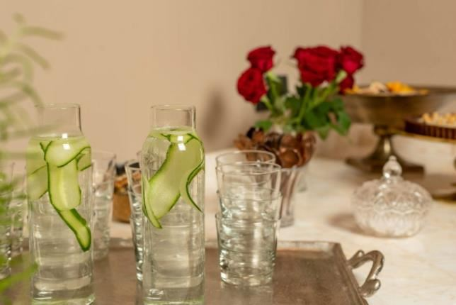 קנקני מים עם כוסות